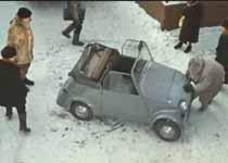 Бывалый легко передвигает свою машину.